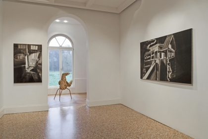 Exhibition view 'Verdacht licht' & 'A shade of pale blankets'