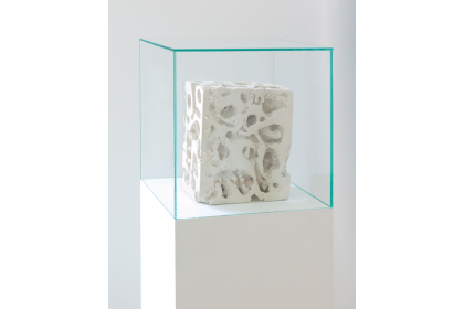 Micrographia and the drunken ant (2020) | 140 x 40 x 40 cm | limestone, glass