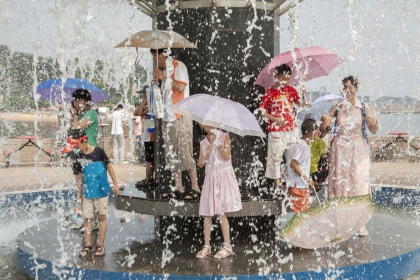 Rain shower, Shenyang, from the series Champagne Dreams on a Beer Budget (2014) | edition of 5 + 1 AP | 120 x 80 cm | framed (grey) lambda print mounted on dibond
