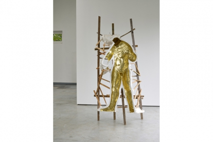 While I was gone (2013) | 160 x 100 x 60 cm | plaster - wood - gold paint